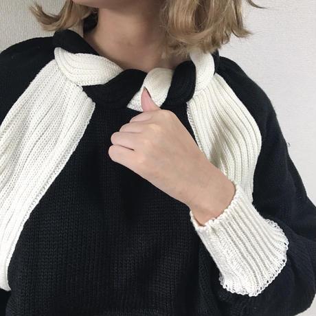 bi-color design  knit
