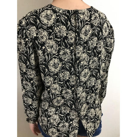 monotone flower blouse
