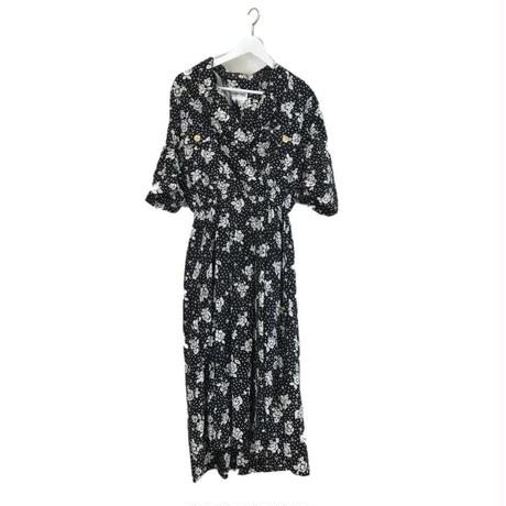 monotone dot & flower one-piece