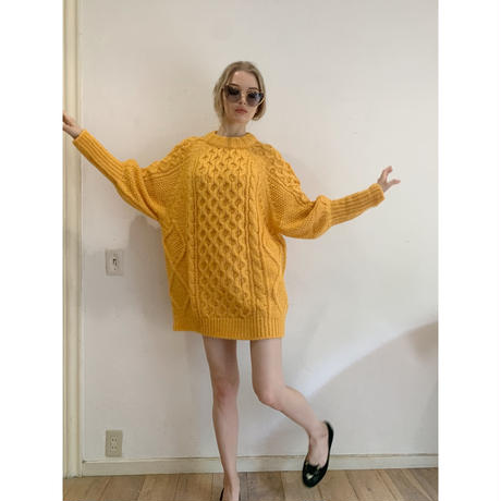 arm volume cable knit yellow