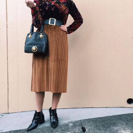 velours pleats skirt camel