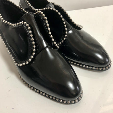 studs enamel pointed shoes