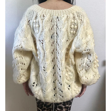 Vneck cable design knit