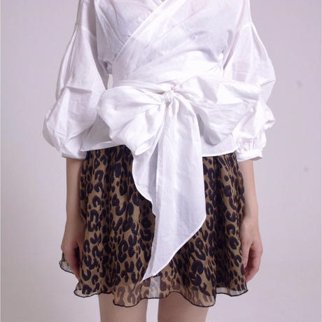 arm volume Vneck ribbon blouse