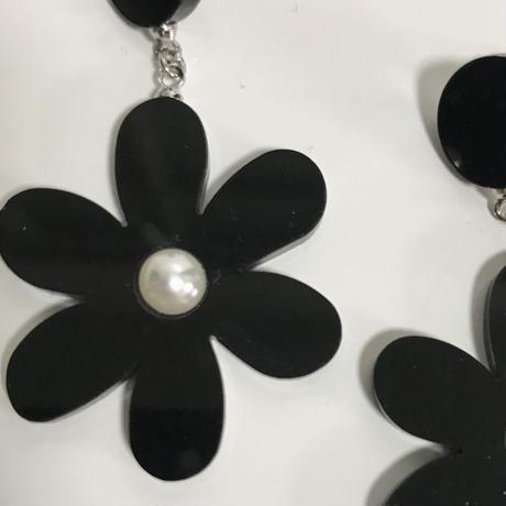swing black flower pierce
