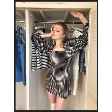 square neck gingham onepiece