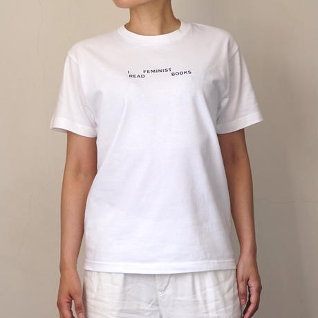 I READ FEMINIST BOOKS Tシャツ
