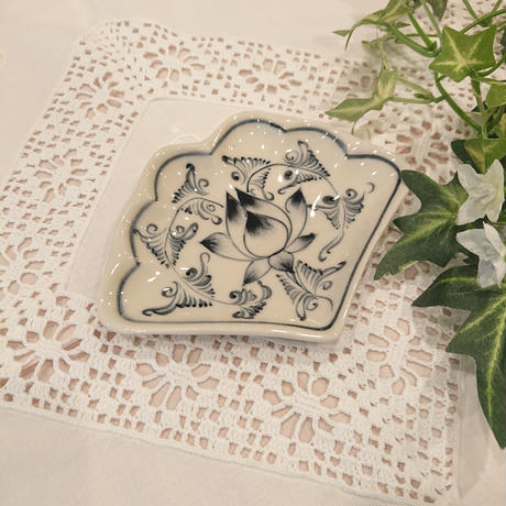バッチャン焼き 扇形小皿 青 蓮花