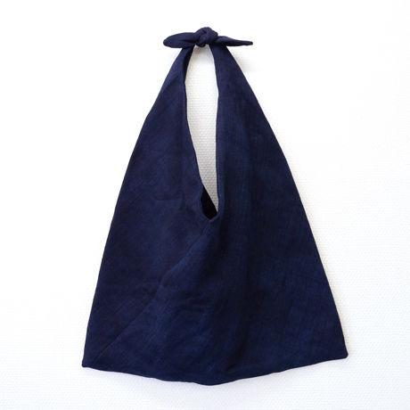 プイ族 トライアングル バッグ(ネイビー)                                                     Buyi  Triangle Bag (Blue)