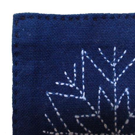 苗族刺繍入り藍染めコースター(花)  Miao indigo coaster (flower)