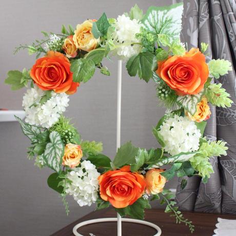 オレンジのバラとホップのフラワーリース