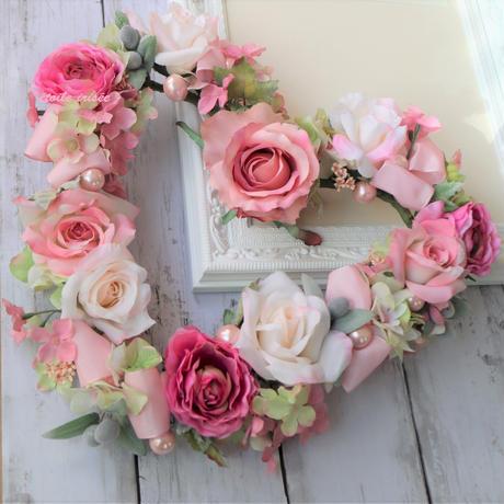 ピンクのバラとラナンキュラスのハートリース
