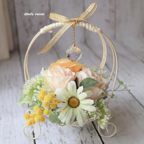 バラ・デイジーの花カゴのサンキャッチャー(小)