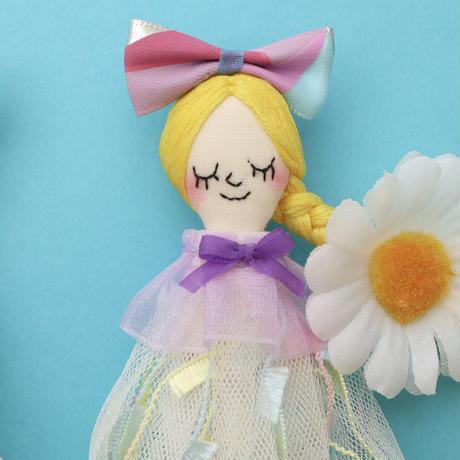 Daisy Earrings/White