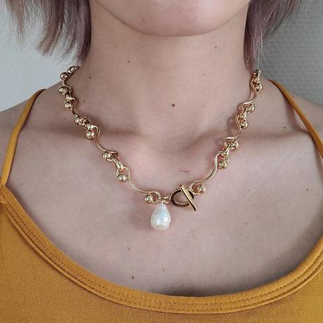 Gold pearl Choker