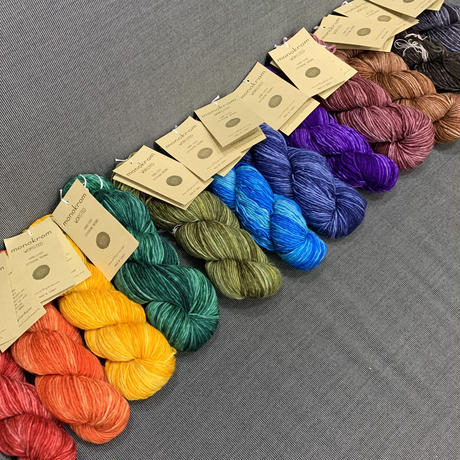 URTH yarn  monokrom