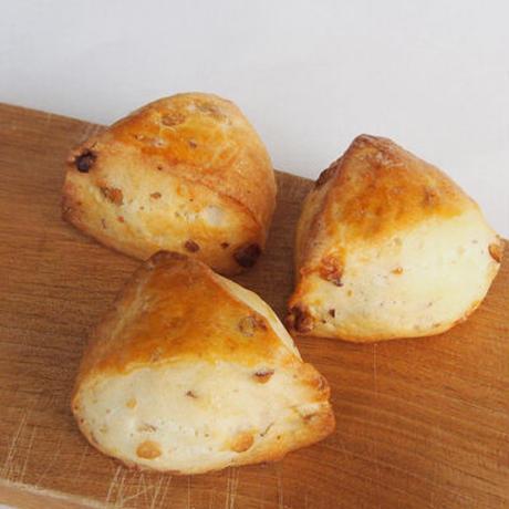 【2/1迄発送可】4種のナッツとホワイトチョコのスコーン