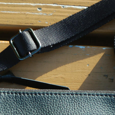 SA-CHE 広がるサコッシュ シュリンク型押しレザー A5468 / ブラック