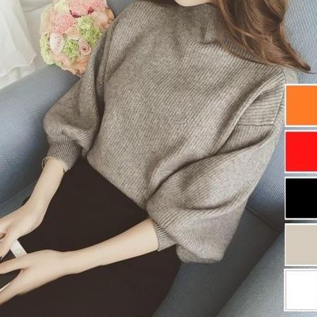 バルーンスリーブとゆったりフィットがかわいいセーター