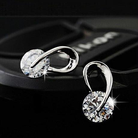 【Fcstyle】【送料無料】ダイヤモンドカットが施されたクリスタルが美しいピアス シルバー エレガント 大人可愛い カジュアル