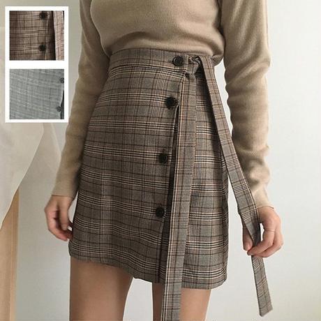 秋冬カラーのチェック柄とアシンメトリなデザインが可愛い台形スカート