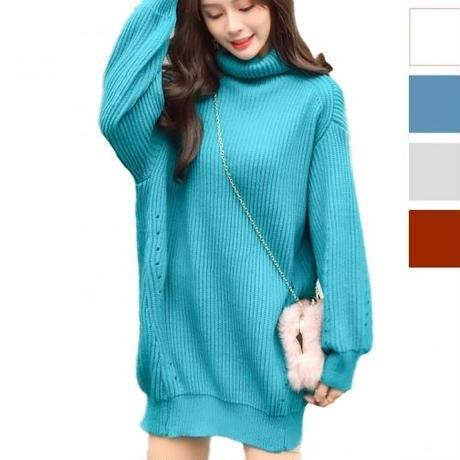 ゆったりとしたフィット感とタートルネックがかわいいセーター