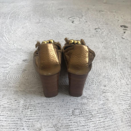 used chloe  gold pumps