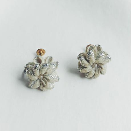 used knit flower earring