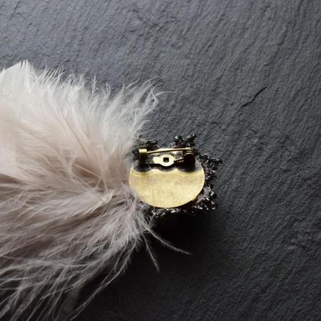 マラボーファーと宝石タティングのブローチ(Dグレー)