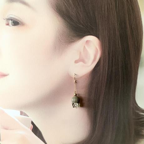 1/9より販売開始 Perfume 〜香水〜(Dブラウン)ピアス/イヤリング