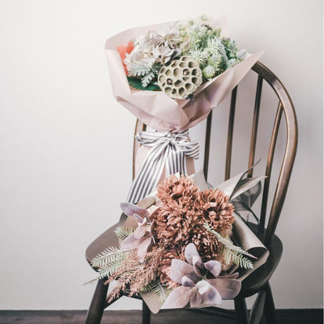 ガーベラとクリスマスローズの花束《イエロー×グリーン》 造花の花束# 03