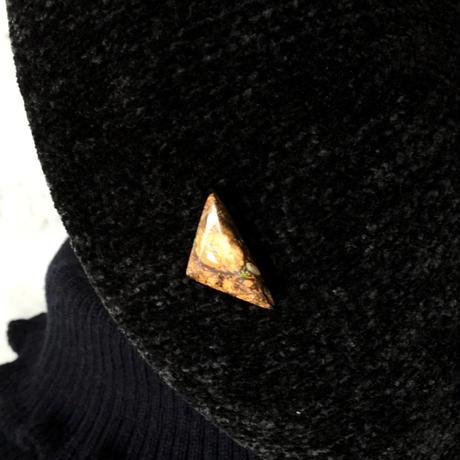 天然ボルダーオパールのタックブローチ☆オーストラリア・ヤワー産の原石から磨いた1点もの