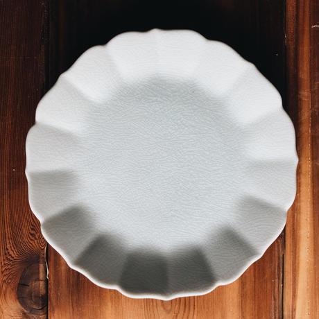 菊皿 190mm / 貫入白磁  (KATAKUTANI)