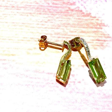 K18ペリドットダイヤ付きピアス