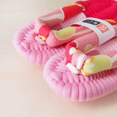 ポップなピンク鼻緒のふっくら布ぞうり:S