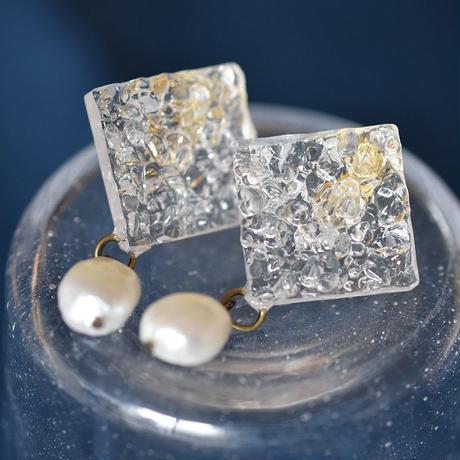 氷のような天然水晶と淡水パールのイヤリング