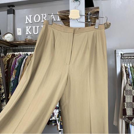 beige pants (619)