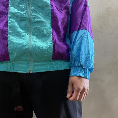 ●Switching design nylon jacket