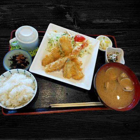 ミックスフライ定食(平日のみ)