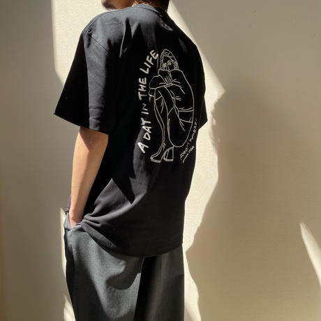 FWIS×AZUSA IIDA - 『A DAY IN THE LIFE 』Tシャツ BLACK