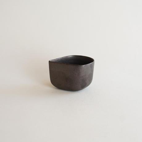 【安藤雅信】黒結晶釉花びら小鉢(黒結晶釉)