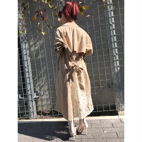 BACKLACE TRENCH COAT