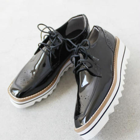 SHARK  SOLE  ENAMEL  SHOES