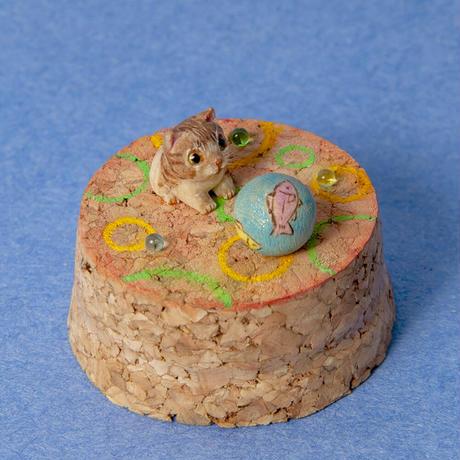 小出信久「サカナボールとネコ」