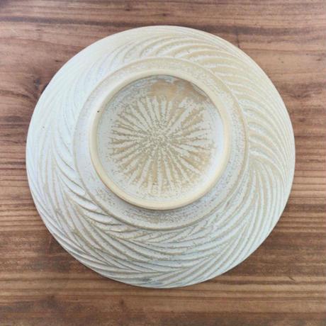 【南端ポタリー】ふちしのぎ皿 オフホワイト 16cm   新里竜子