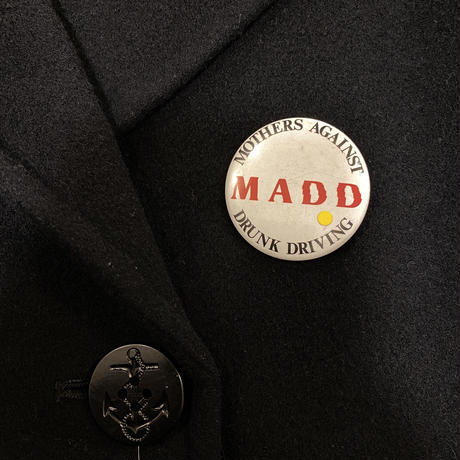 """[USED] """"M A D D"""" 缶バッチ"""