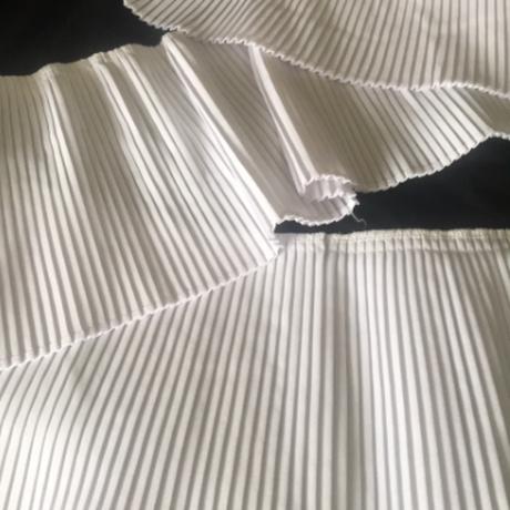 モノトーンプリーツフリルオーバーサイズ袖Tシャツワンピース