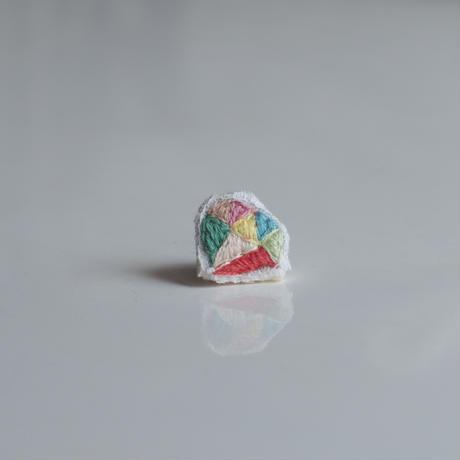 刺繍の宝石ピアス〈ダイヤ-2〉