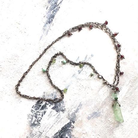 グリーンカイヤナイトが揺れるMIXチェーンネックレス