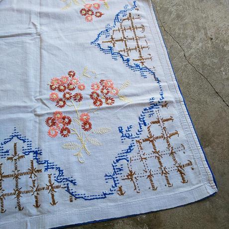 オランダで見つけた 刺繍大判クロス